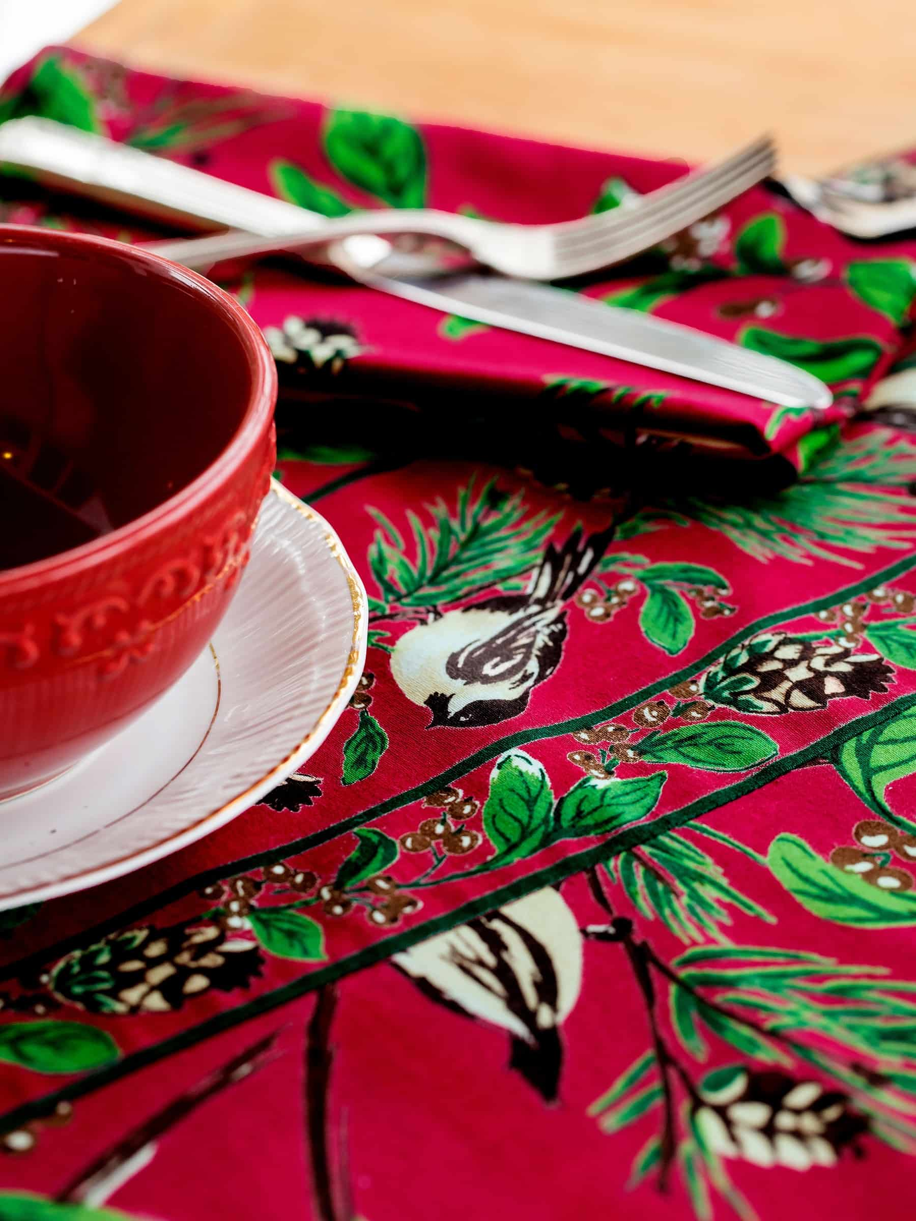 """April Cornell Tablecloth Round 88"""" Chickadee Red"""