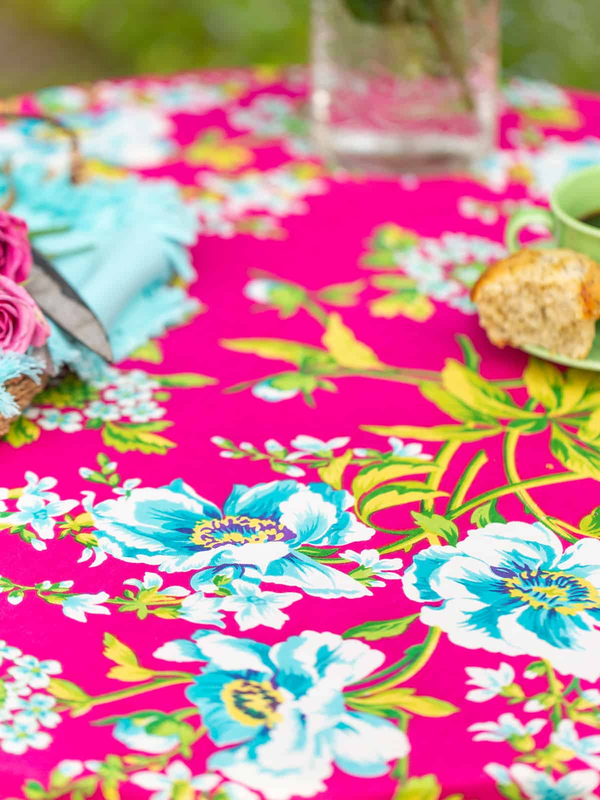 April Cornell Tablecloth 54x54 Water Lily