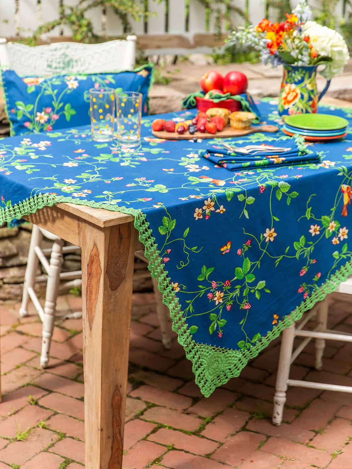 April Cornell Tablecloth Strawberry Fields 36x36